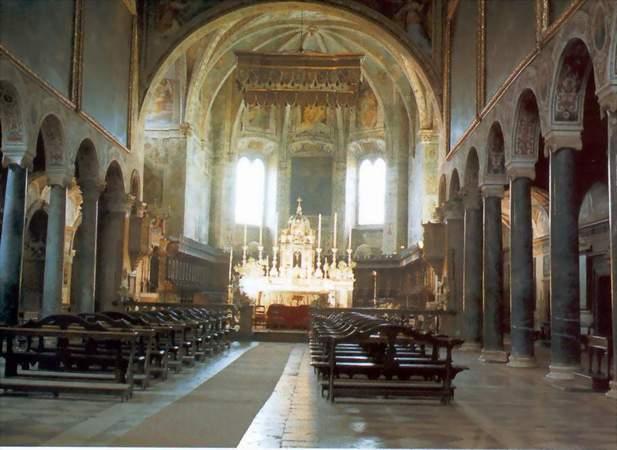 Perugia interno basilica san pietro for Interno san pietro